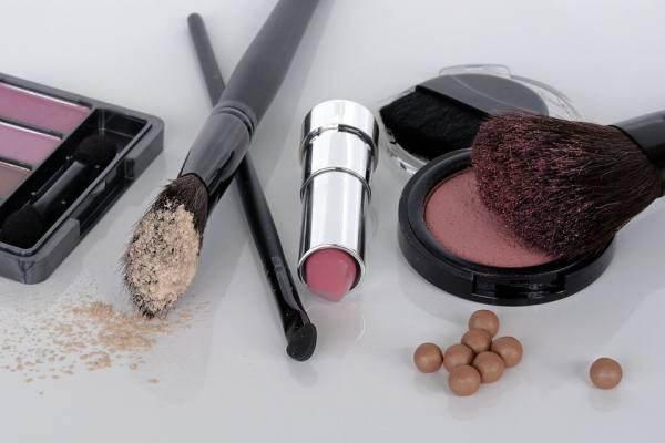 Femeile absorb anual 2-3 kg de substante toxice prin intermediul produselor cosmetice uzuale
