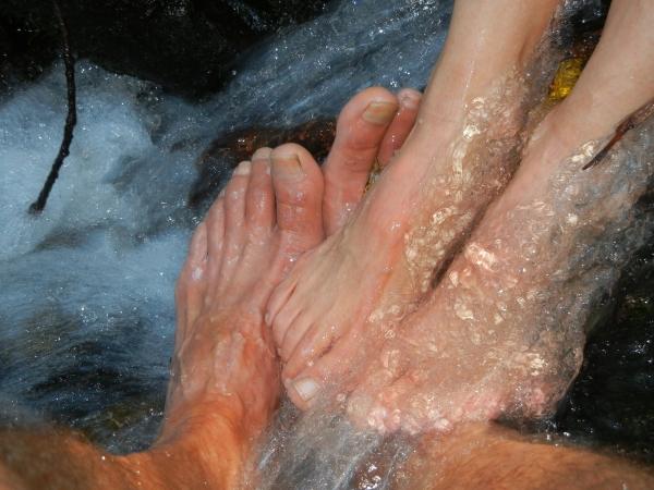 Ce faci pentru picioarele și gleznele umflate