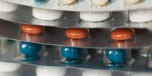 Inventatorii de boli. Cum sunt TRANSFORMATI oamenii SANATOSI in cumparatori de medicamente