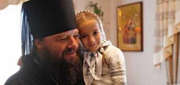 Tata pentru 400 de copii. Interviu cu Preasfintitul Longhin Jar