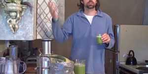 Suc de telina, salata verde, nuca de cocos (video)